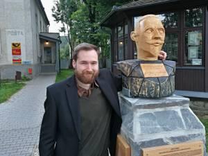 Vrbenské centrum zkrášlila dřevěná busta Josefa Lowaga