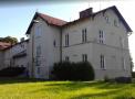 Původní dvoupatrová budova rolnické školy v Horních Heřmanicích, nyní Penzion SOUz (zdroj jk-horni-hermanice.webnode.cz).